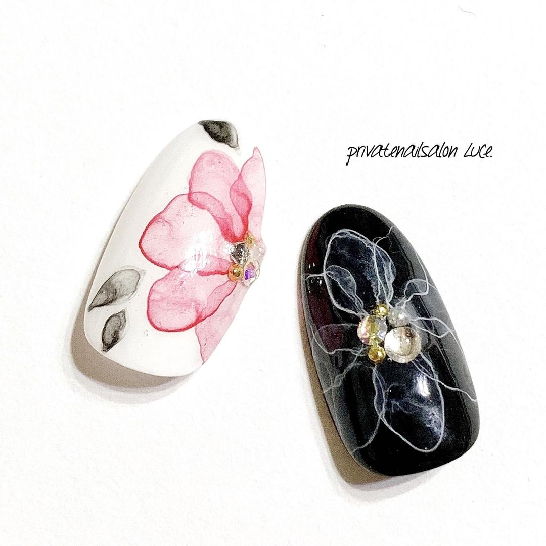 private nail salon Luce.さんのネイルデザインの写真。テーマは『nail、nailart、gel、gelnail、サンプル、デザイン、ネイルチップ、水彩、たらしこみアート、花、flower、💅🏻、大人ネイル、大人可愛い、kawaii、instanail、nailistagram、nailist、🏡、奈良、自宅サロン、お家ネイル、Luce.』