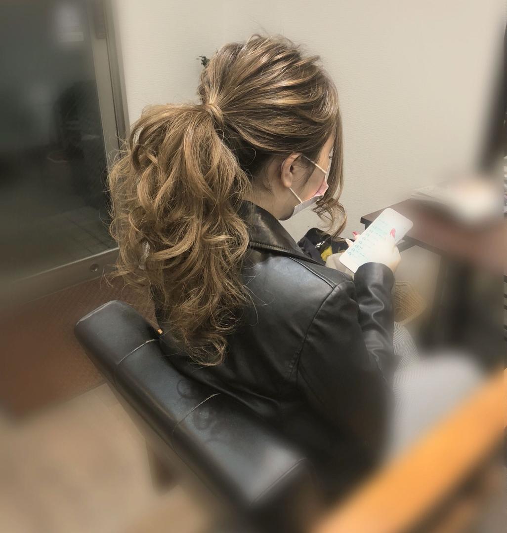 平原さんのヘアスタイルの写真。テーマは『宮崎市ヘアセット、宮崎市、ヘアセット専門店、セットサロン、ヘアセット、ヘアアレンジ、ロングヘアアレンジ、ローポニー、ポニーテールヘア、およばれヘア、ブライダルヘア、宮崎ヘアセット、結婚式ヘアアレンジ、結婚式ヘア、宮崎セット、ポニーテール、ポニーテールアレンジ、宮崎、hair、hairset、hairstyle、hairarrange、宮崎県、宮崎市STELLA、宮崎市ステラ、宮崎市セット、アレンジヘア』