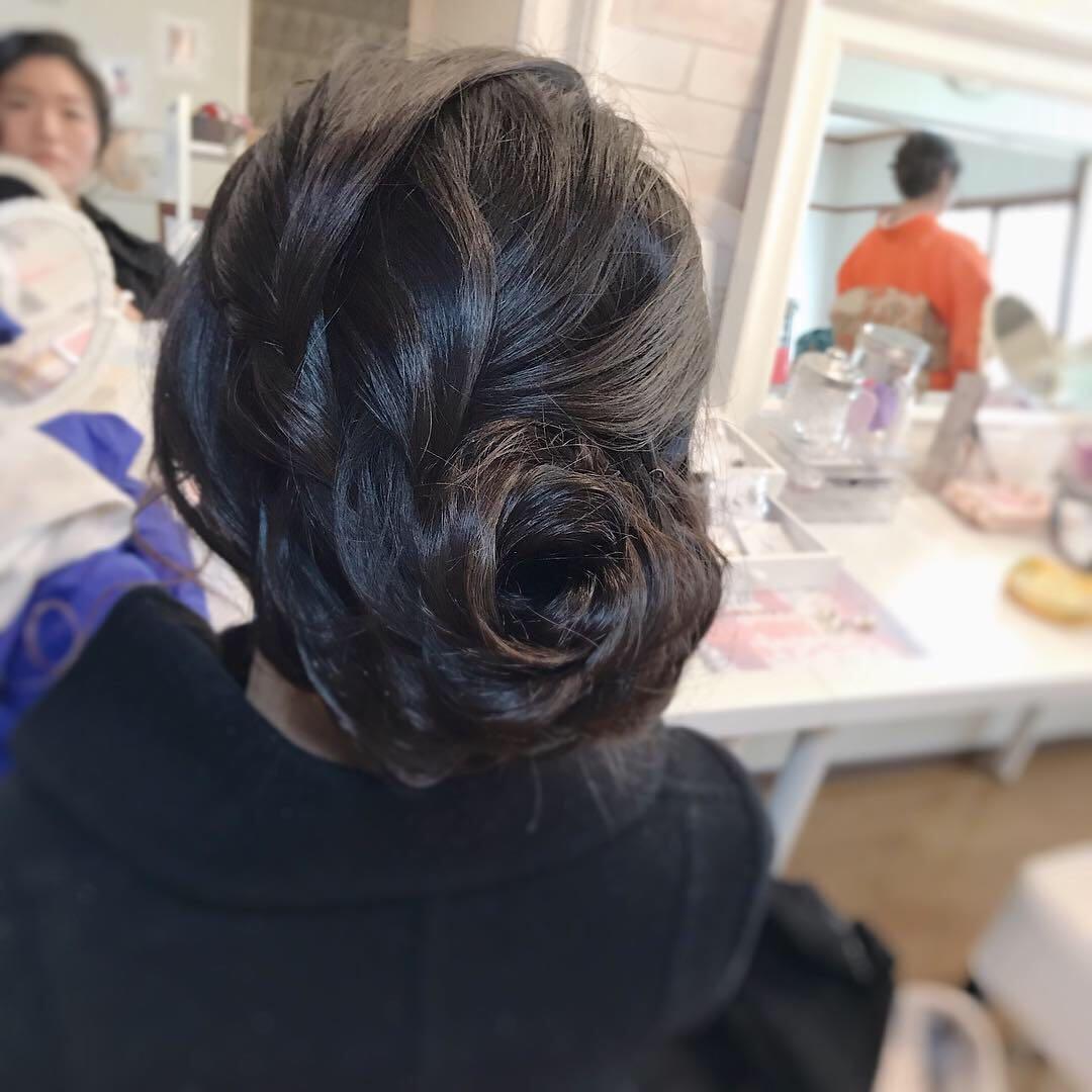 Moriyama  Mamiさんのヘアスタイルの写真。テーマは『着物女子、福岡ヘアセット、天神、ヘアアレンジ、ヘアセット、アップスタイル、Threekeys、スリーキーズ、着物、福岡ヘアサロン、お茶会、結婚式、ブライダルヘア、花嫁、着付け、着物ヘア、シニヨン、和装ヘア、プレ花嫁、ヘアセット専門店、波ウェーブ、和装ヘアアレンジ、女子会、オトナ女子、着物レンタル、結納、大人スタイル、前撮り、卒業式、黒髪』