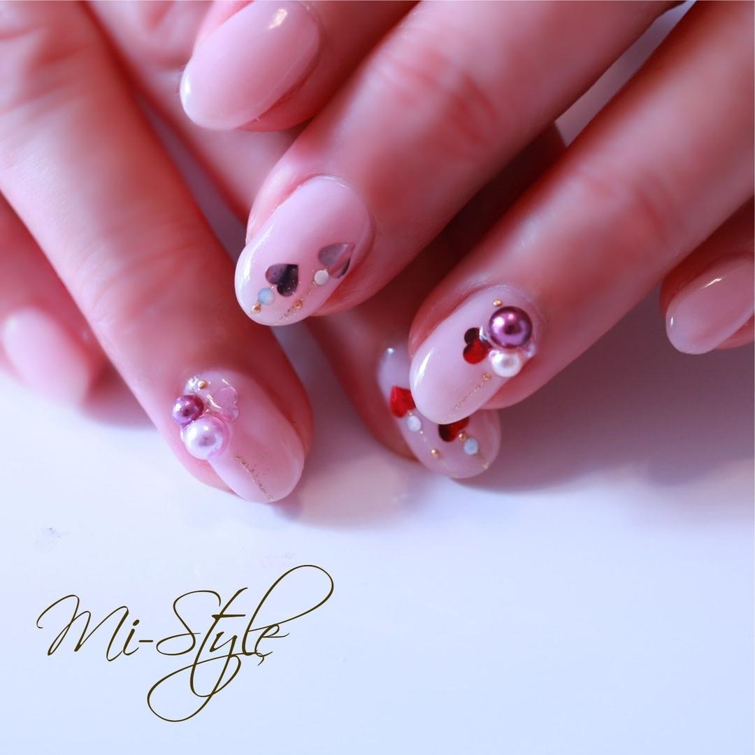 Mieko Hiramatsuさんのネイルデザインの写真。テーマは『ハートネイル、ハートホロ、ベージュネイル、バレンタインネイル』