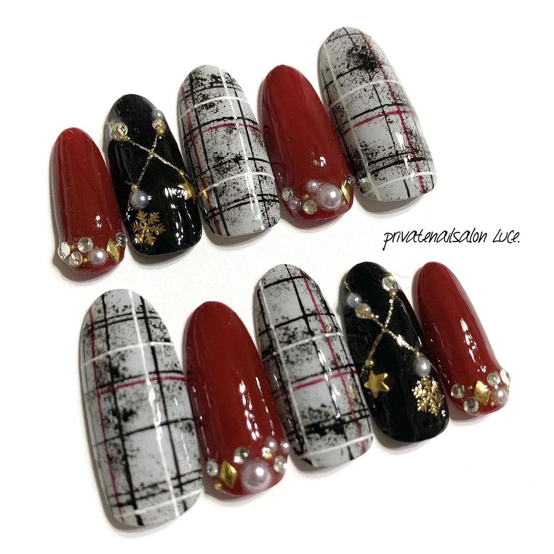 private nail salon Luce.さんのネイルデザインの写真。テーマは『メルカリ、ネイルチップ、オーダー、グレンチェック、nail、nailist、gel、gelnail、nailchip、冬ネイル、冬デザイン、winter、💅🏻、チェック、大人ネイル、大人可愛い、ワンカラー、ネックレスネイル、❄、オーダーネイル、ラクマ、ショッピーズ、販売中、Luce.』