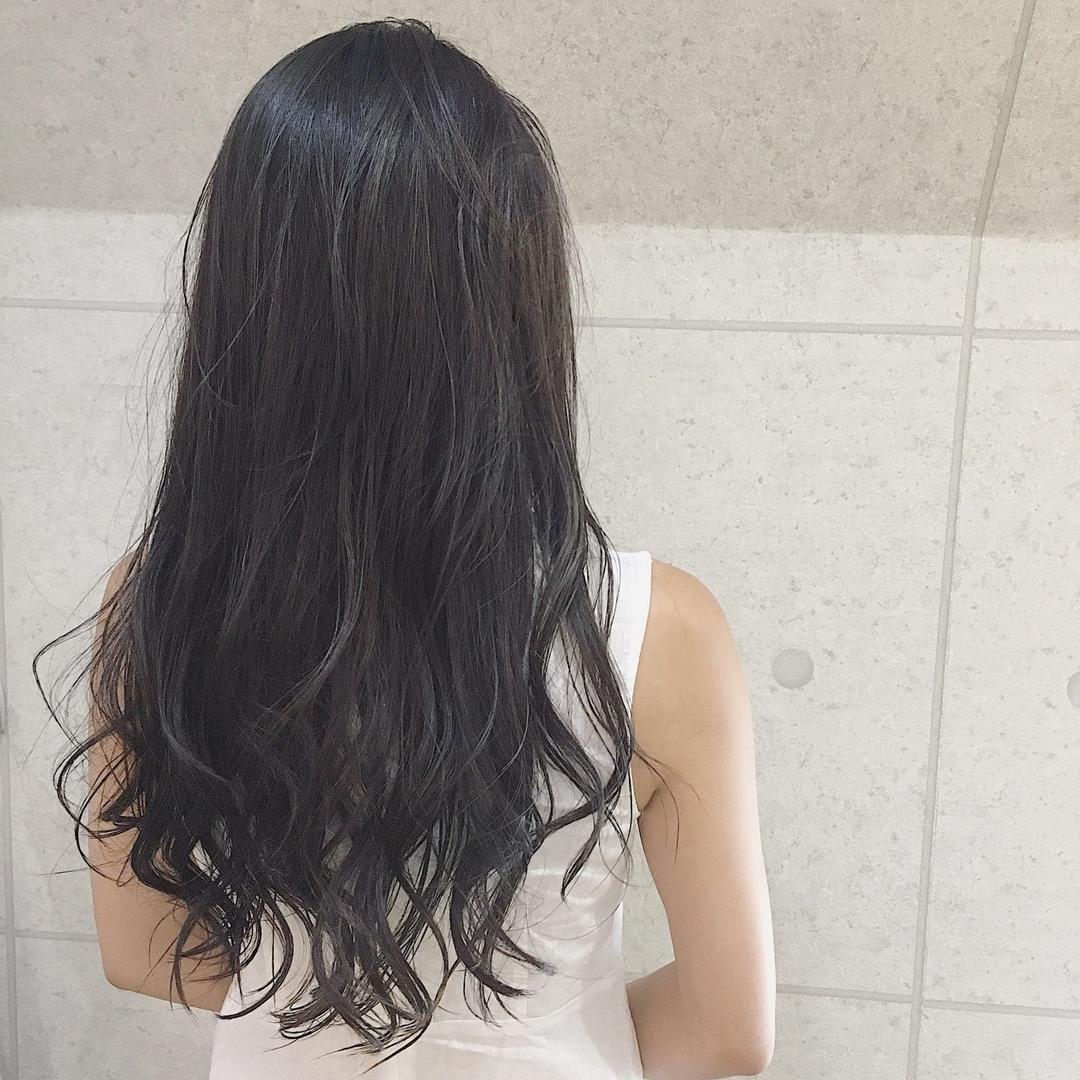 timhairさんの写真。テーマは『赤坂、美容師、ミスチル美容師、カラー、ロングヘアー、巻き髪、スタイリング、オイル、潤い、透明感』