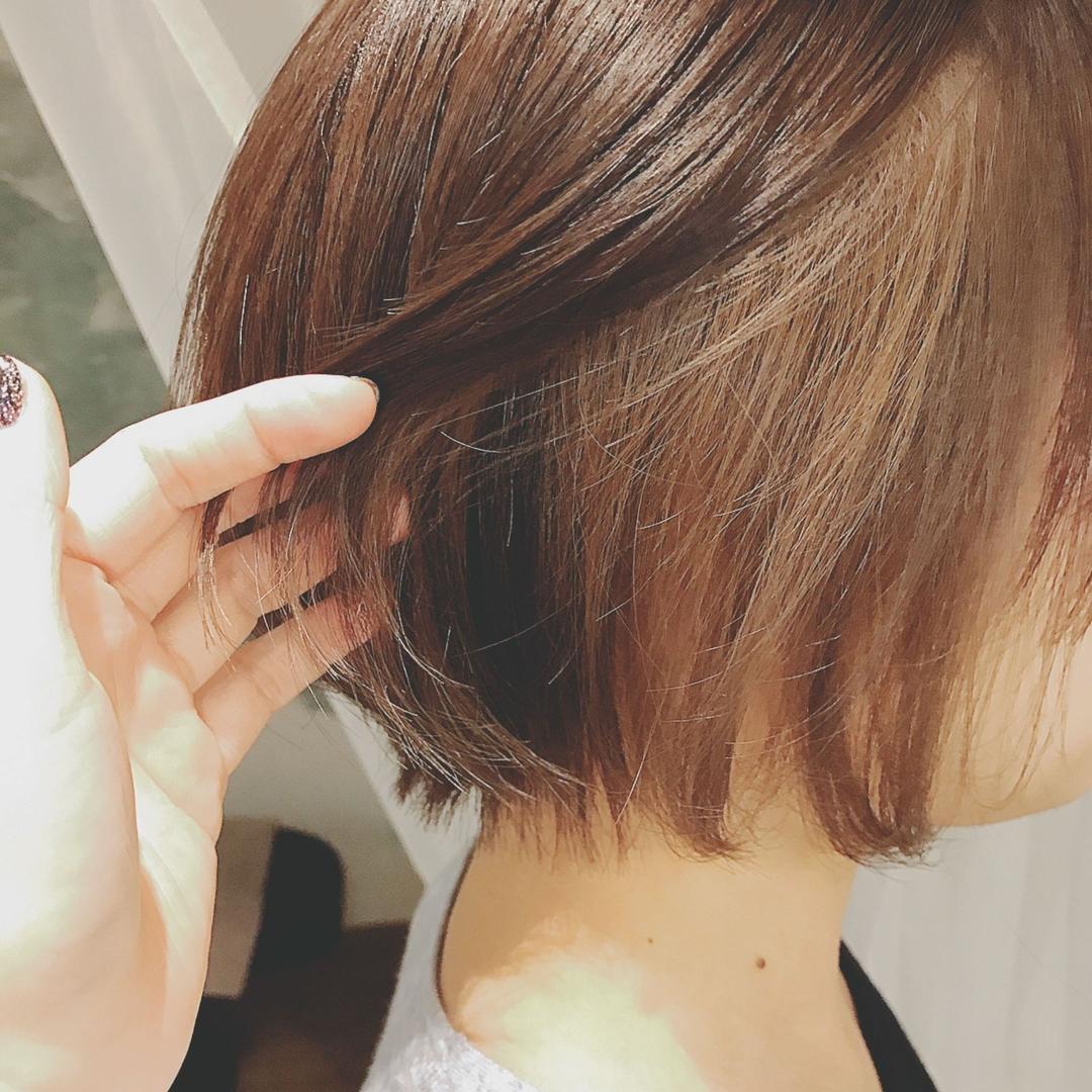 浦川 由起江さんのヘアスタイルの写真。テーマは『インナーカラー、アッシュグレージュ、プライベートサロン、nanon、ボブ、ショートボブ』
