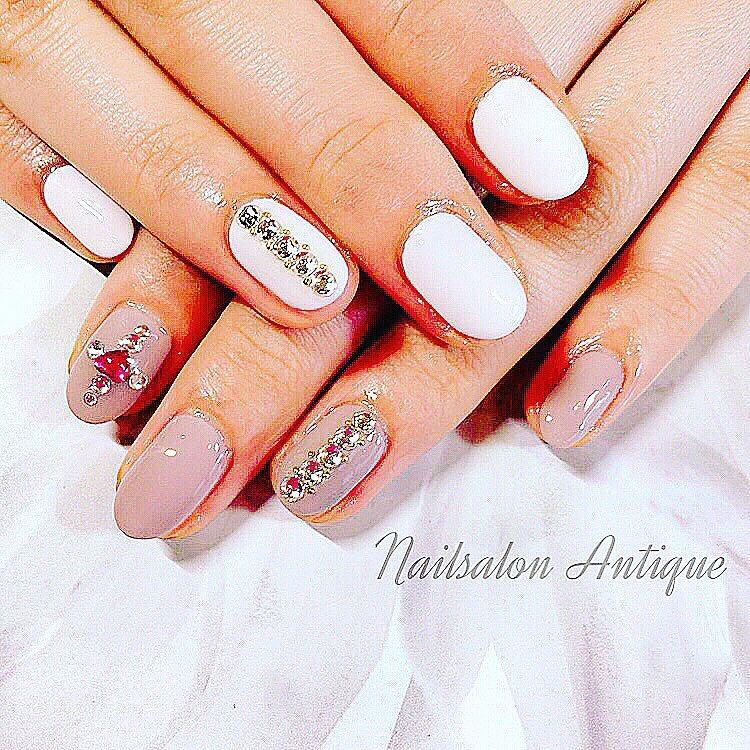 nailsalon Antiqueさんのネイルデザインの写真。テーマは『代々木ネイル、代々木ネイルサロン、新宿ネイル、新宿ネイルサロン、ジェルネイル、ネイルサロン、美爪、オフィスネイル、OL、大人ネイル、上品ネイル、大人可愛い、大人上品ネイル、キラキラネイル、シンプルネイル、ファッション、女子力、女子会、weddingnails、nail、jel、nailstagram、gelnails、nailart、naildesign、instagood、instanail、nailsalon、네일、naildesigns』