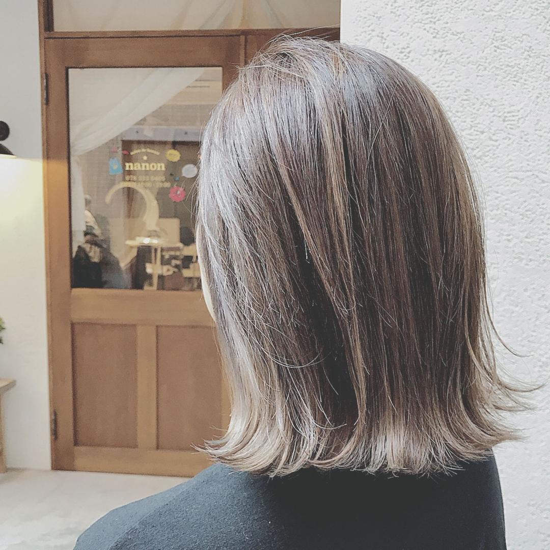 浦川 由起江さんのヘアスタイルの写真。テーマは『切りっぱなしボブ、グレー、アッシュグレー、プライベートサロン、ブリーチ、ファイバープレックス、スロウカラー、ボブ、外ハネ、nanon、外国人風カラー』