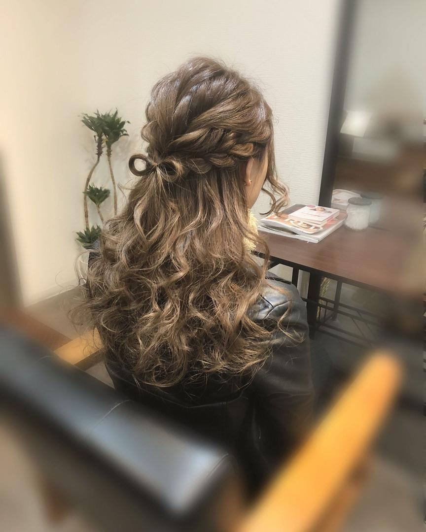 平原さんのヘアスタイルの写真。テーマは『宮崎市ヘアセット、宮崎市、ヘアセット専門店、セットサロン、ヘアセット、ヘアアレンジ、ハーフアップ、捨て編み、ブライダルヘア、編み込みアレンジ、ウォーターフォール、結婚式ヘア、編み込みヘア、宮崎、hair、hairset、宮崎セット、hairarrange、宮崎美容室、宮崎市STELLA、宮崎市セットサロン、編み込み、宮崎市成人式、宮崎県、ハーフアップアレンジ、宮崎市セット、アレンジヘア、宮崎市ステラ、宮崎ヘアセット、宮崎市結婚式』