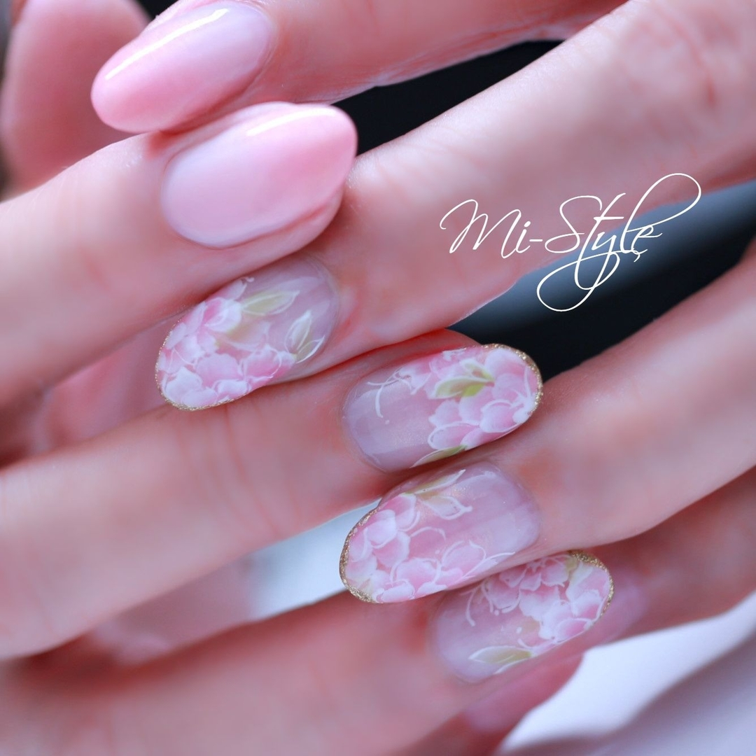 Mieko Hiramatsuさんのネイルデザインの写真。テーマは『ブライダル、手描きアート、フラワーネイル、春ネイル、上品ネイル、女子力』
