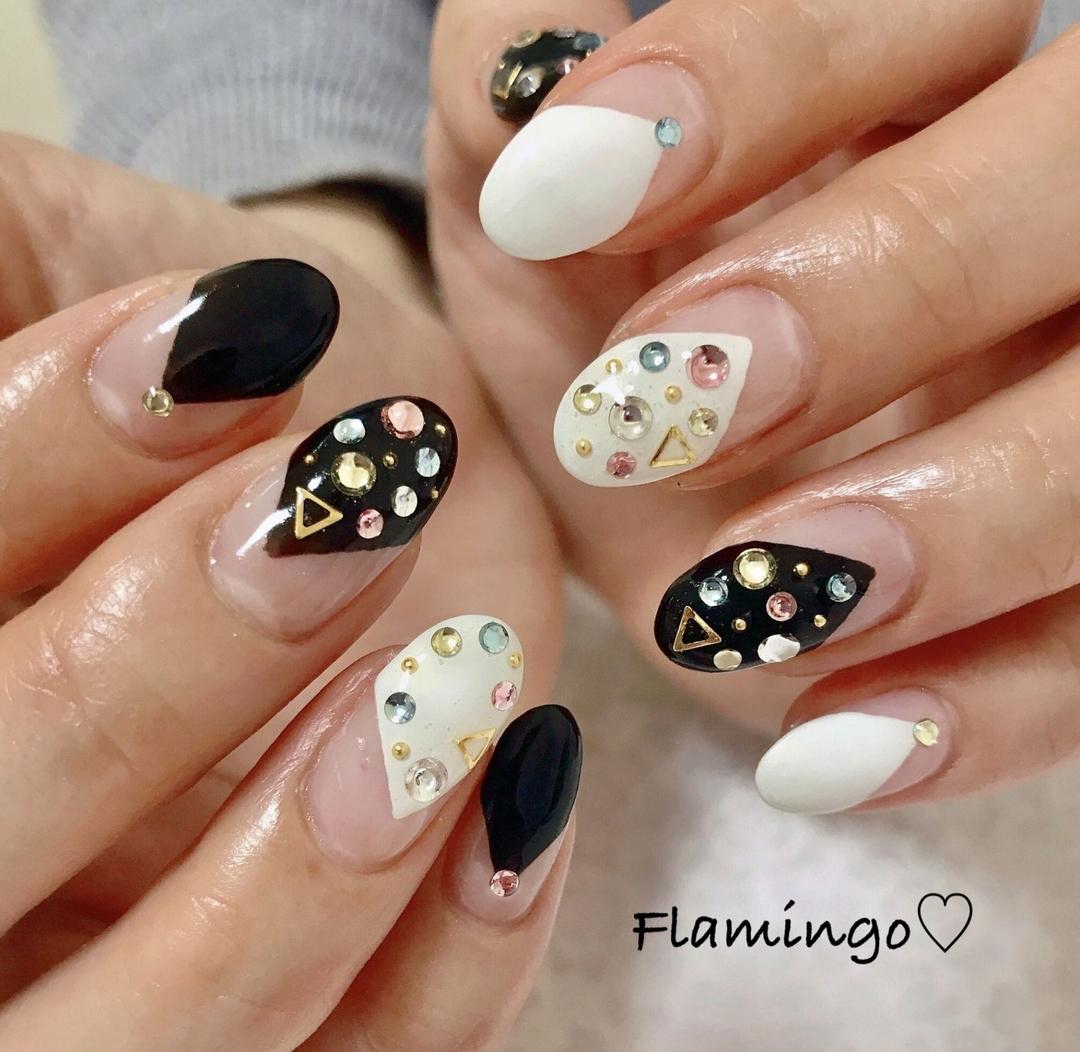 Flamingo♡さんのネイルデザインの写真。テーマは『ネイル、キラキラネイル、カラフルネイル、カラフルストーン、ストーンアート、変形フレンチ、トレンドネイル、セルフネイル、ネイルアート、越谷、越谷ネイルサロン、ママ、ママネイリスト、ネイリスト、美容、おしゃれ、ファッション、nail、gelnail、nailart、bijou、beauty、cute、fashion、instagood』