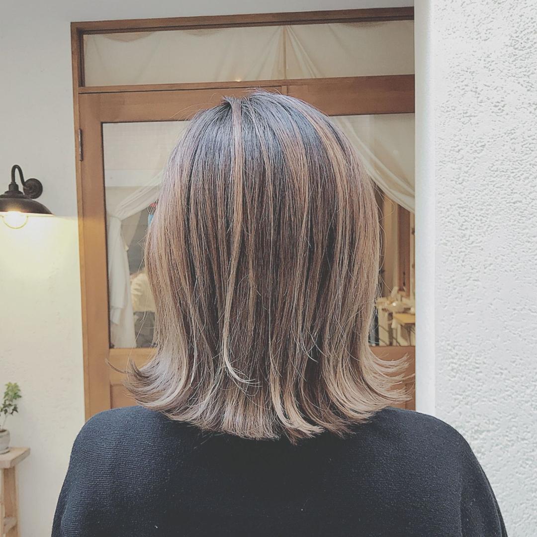 浦川 由起江さんのヘアスタイルの写真。テーマは『切りっぱなし、切りっぱなしボブ、外ハネ、グラデーションカラー、外国人風カラー、アッシュグレージュ、nanon、プライベートサロン』
