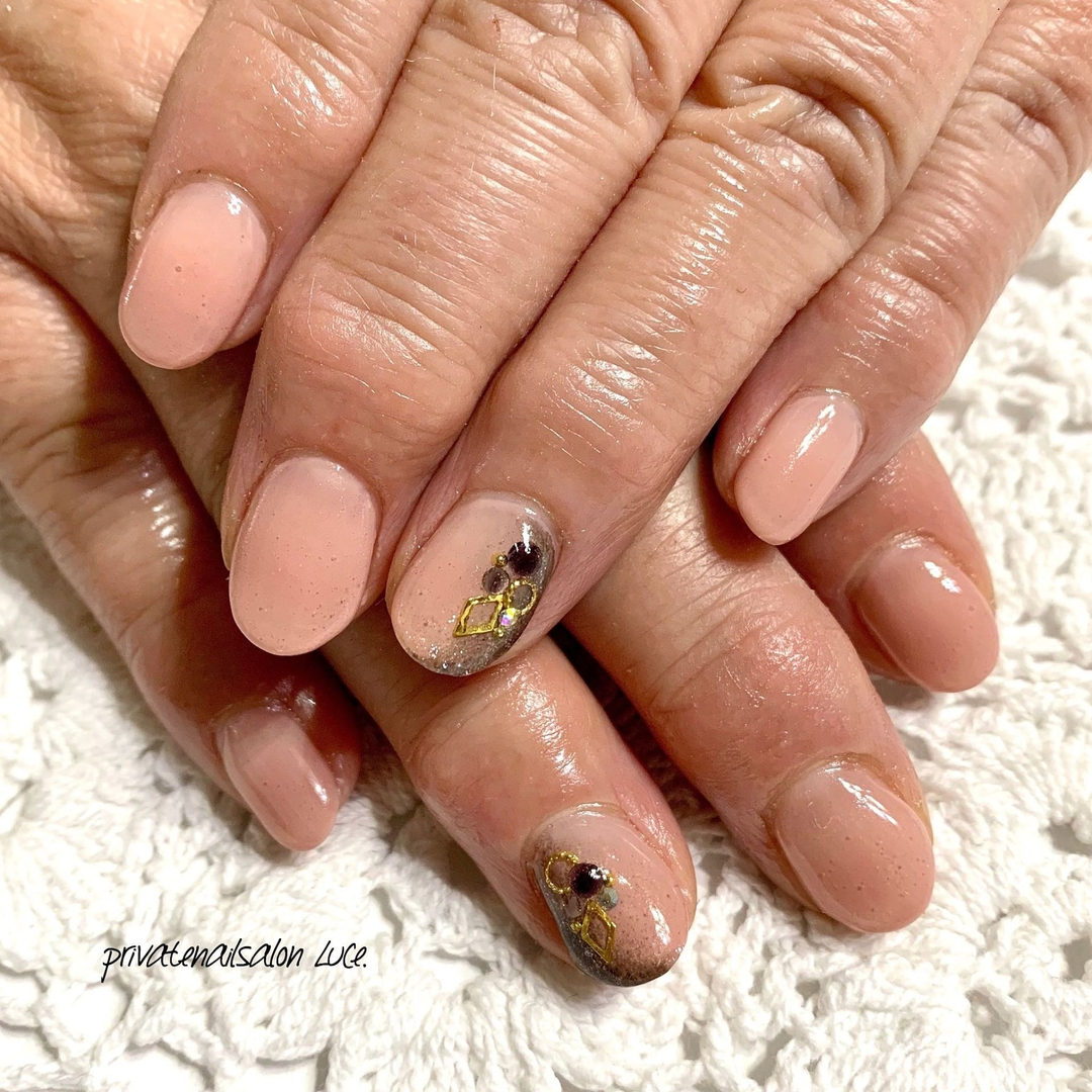 private nail salon Luce.さんのネイルデザインの写真。テーマは『ネイル、ジェルネイル、nail、nailart、nailist、大人ネイル、大人可愛い、シンプル、グラデーション、ベージュ、💅🏻、艶、お客様ネイル、Nailbook、tredina、nailistagram、奈良、🏡、自宅サロン、お家ネイル、Luce.』