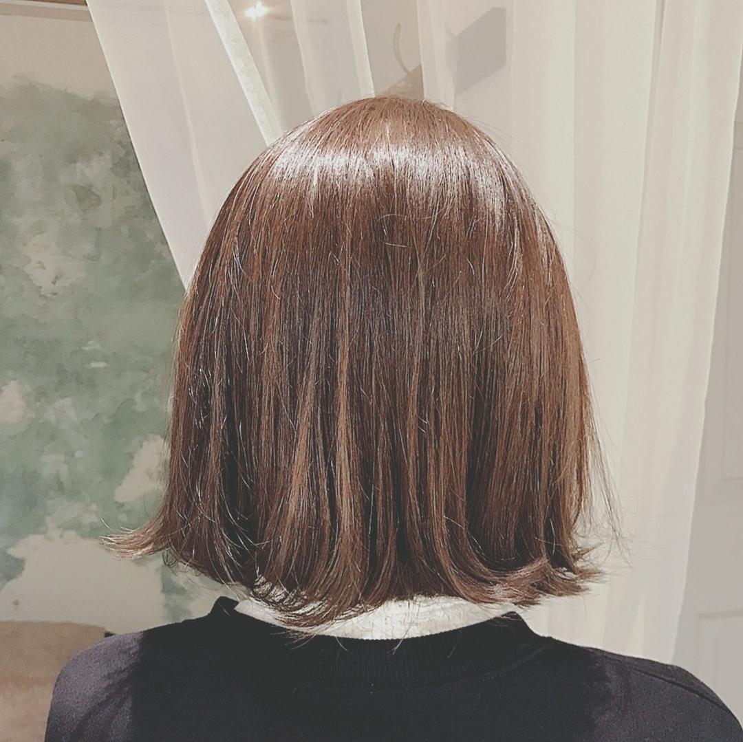 浦川 由起江さんのヘアスタイルの写真。テーマは『ホブ、プライベートサロン、nanon、アッシュカラー』
