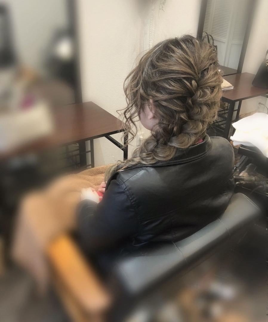 平原さんのヘアスタイルの写真。テーマは『宮崎市ヘアセット、宮崎市、ヘアセット専門店、セットサロン、ヘアセット、ヘアアレンジ、編み下ろし、宮崎セット、ブライダルヘア、宮崎ステラ、結婚式ヘアアレンジ、結婚式ヘア、編み込みヘア、宮崎、宮崎市美容室、hairset、hairstyle、hairarrange、宮崎美容室、宮崎市STELLA、宮崎市セットサロン、宮崎市成人式、宮崎県、編みおろし、宮崎市セット、二次会ヘア、宮崎市ステラ、宮崎ヘアセット、ラプンツェルヘア』