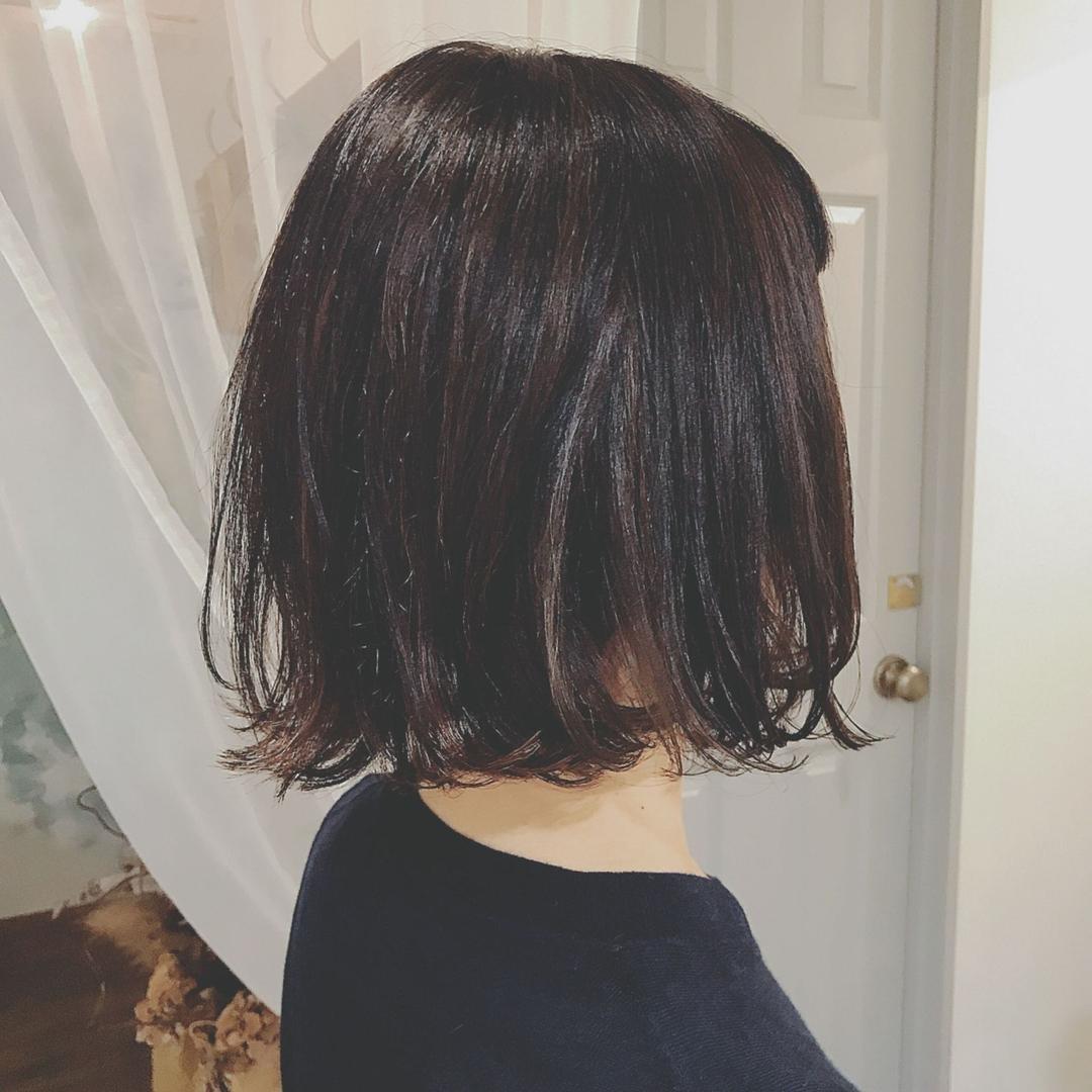 浦川 由起江さんのヘアスタイルの写真。テーマは『フレンチボブ、ナチュラルなハイライト、ベースは白髪染め、ボブ、くせ毛を生かして、アッシュカラー、ハイライト、ファイバープレックス、スロウカラー、nanon、プライベートサロン』