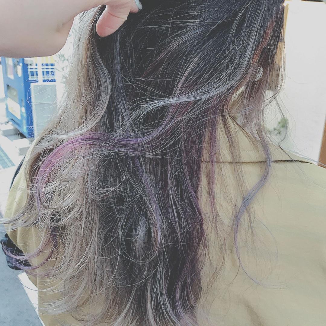 浦川 由起江さんのヘアスタイルの写真。テーマは『アクセサリーカラー、ハイライトカラー、パープル、ファイバープレックス、スペクトラムカラーズ、グレーカラー、グレージュ、プライベートサロン、nanon』