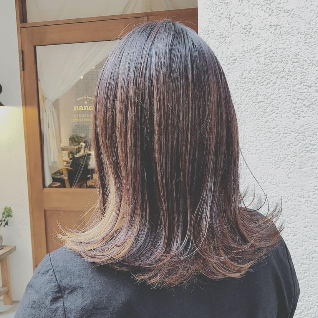 浦川 由起江さんのヘアスタイルの写真。テーマは『切りっぱなし、外ハネ、ミディ、インナーカラー、ハニーイエロー、ファイバープレックス、スロウカラー、外国人風カラー』