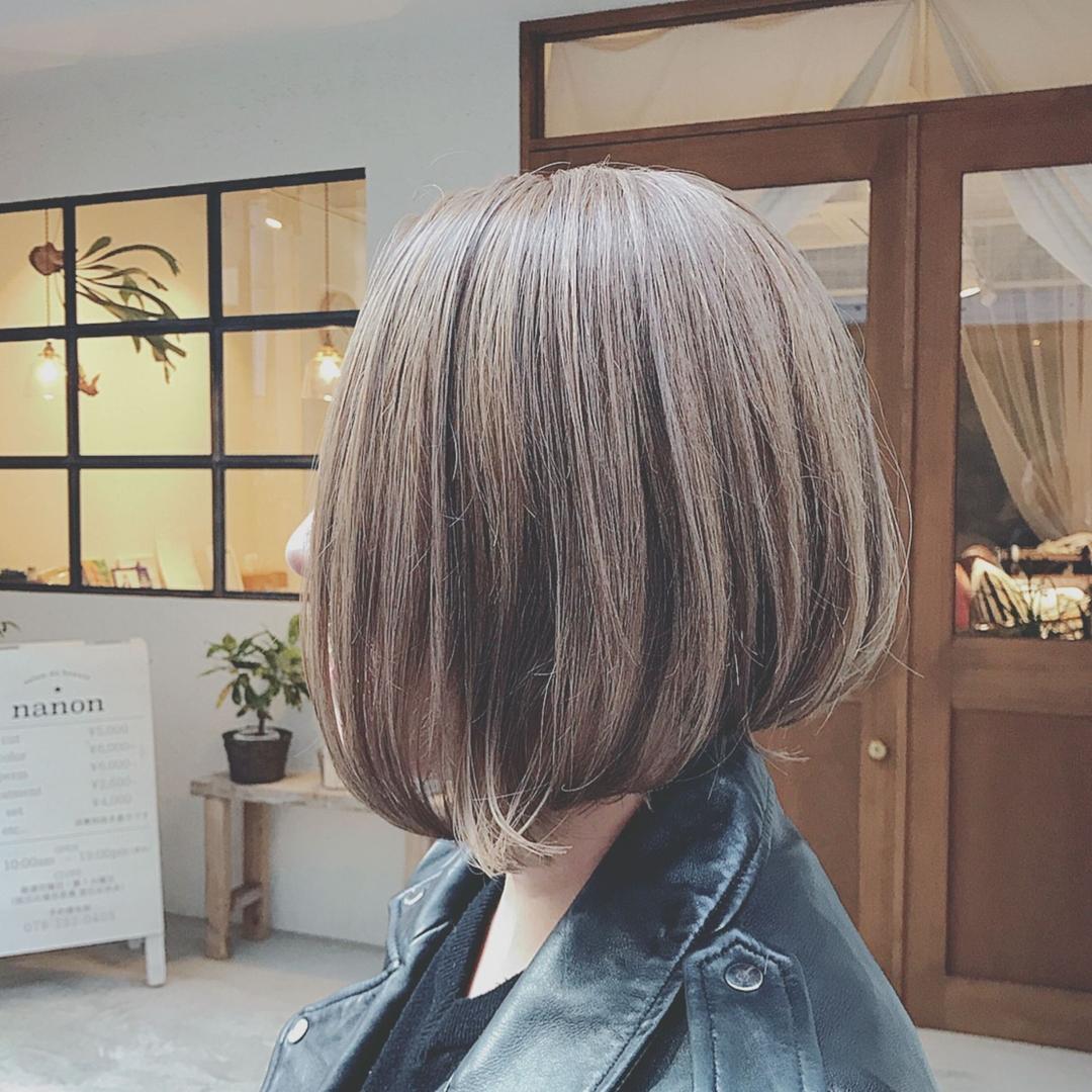 浦川 由起江さんのヘアスタイルの写真。テーマは『前下がりボブ、ボブ、グレージュ、外国人風カラー、グレーカラー、アッシュグレージュ、プライベートサロン、nanon』