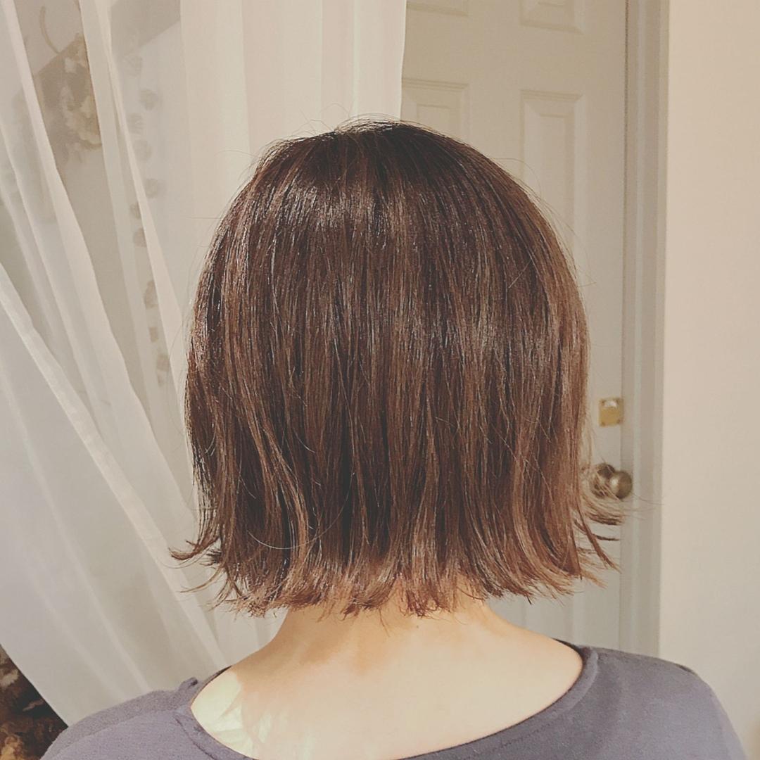 浦川 由起江さんのヘアスタイルの写真。テーマは『切りっぱなしボブ、外ハネ、アッシュグレージュ、ハイライト、外国人風カラー、ファイバープレックス、スロウカラー、プライベートサロン、nanon』