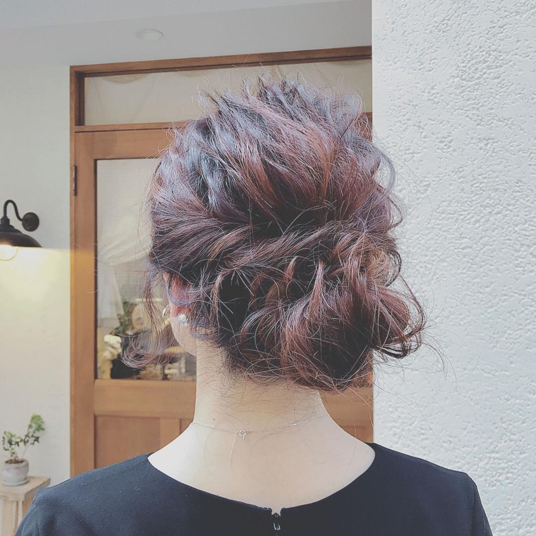 浦川 由起江さんのヘアスタイルの写真。テーマは『ヘアアレンジ、列席ヘア、プライベートサロン、nanon、結婚式ヘアアレンジ』