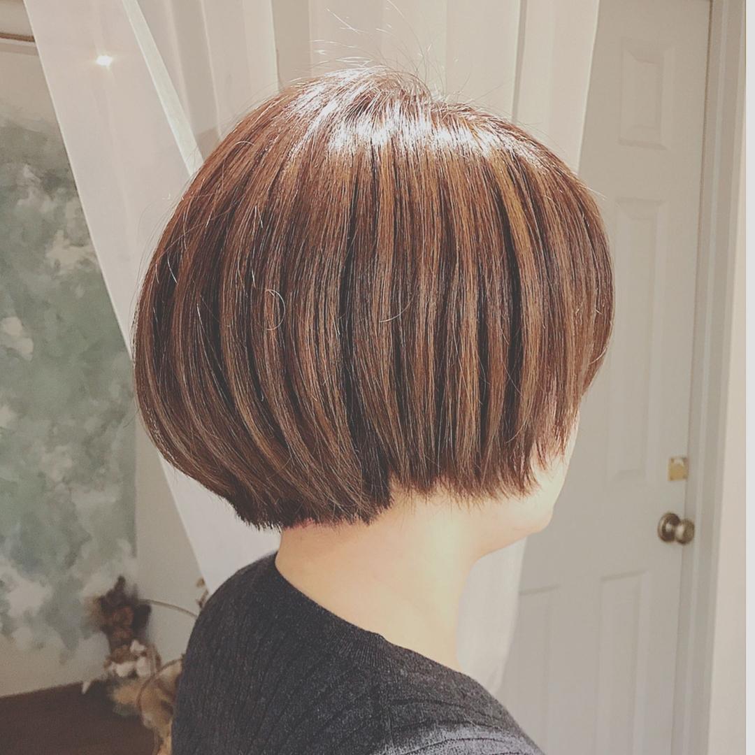 浦川 由起江さんのヘアスタイルの写真。テーマは『ショートボブ、ハイライト、アッシュカラー、プライベートサロン、nanon』