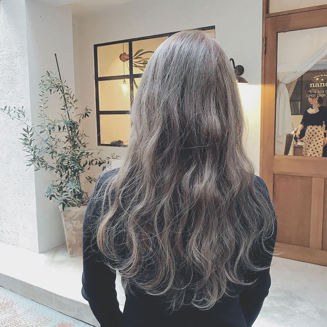 浦川 由起江さんのヘアスタイルの写真。テーマは『ブリーチカラー、ロングヘア、外国人風カラー、グレージュ、アッシュグレー、プライベートサロン、nanon』