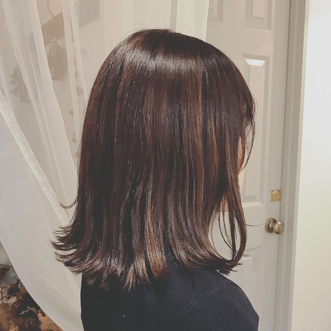 浦川 由起江さんのヘアスタイルの写真。テーマは『ハイライト、切りっぱなし、アッシュ、ブリーチカラー、ファイバープレックス、スロウカラー、nanon、プライベートサロン』