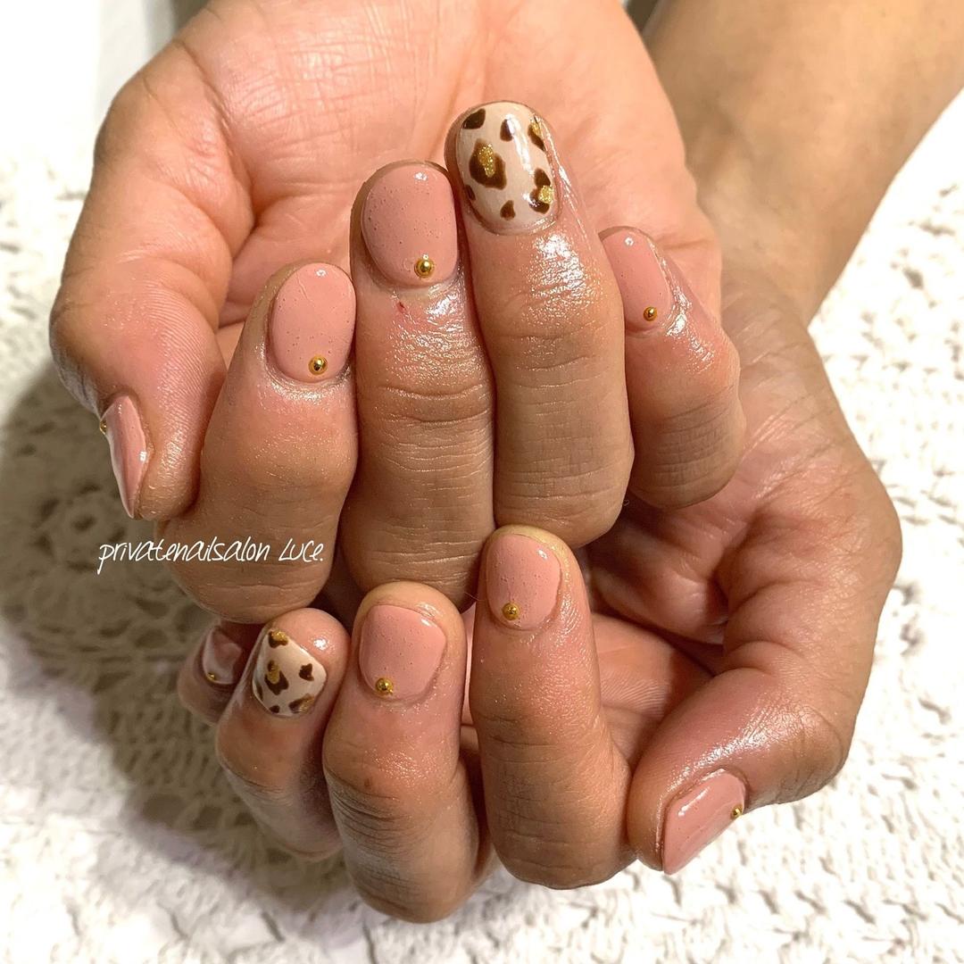private nail salon Luce.さんのネイルデザインの写真。テーマは『ネイル、ジェルネイル、nail、nailart、nailist、大人ネイル、大人可愛い、シンプルネイル、ワンカラーネイル、豹柄、レオパード柄、アニマル柄、💅🏻、艶、お客様ネイル、Nailbook、tredina、nailistagram、奈良、🏡、自宅サロン、お家ネイル、Luce.』