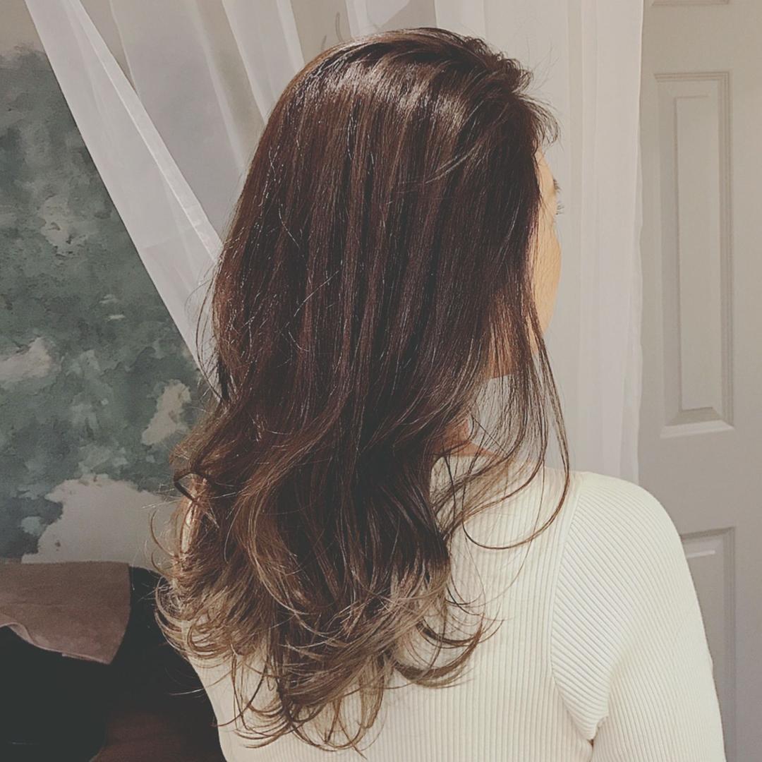 浦川 由起江さんのヘアスタイルの写真。テーマは『グラデーションカラー、外国人風カラー、グレージュ、プライベートサロン、nanon、ロングヘア』