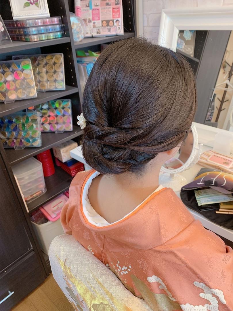 Moriyama  Mamiさんのヘアスタイルの写真。テーマは『ボブアレンジ、ボブヘアアレンジ、ミディアム、ミディアムアレンジ、大人スタイル、着物女子、福岡ヘアセット、天神、ヘアアレンジ、ヘアセット、アップスタイル、Threekeys、スリーキーズ、着物、福岡ヘアサロン、留袖、結婚式ヘアアレンジ、訪問着ヘア、訪問着、着付け、着物ヘア、和装ヘア、プレ花嫁、ヘアセット専門店、和装ヘアアレンジ、女子会、オトナ女子、着物レンタル、前撮り、結婚式お呼ばれヘア、早朝ヘアセット』