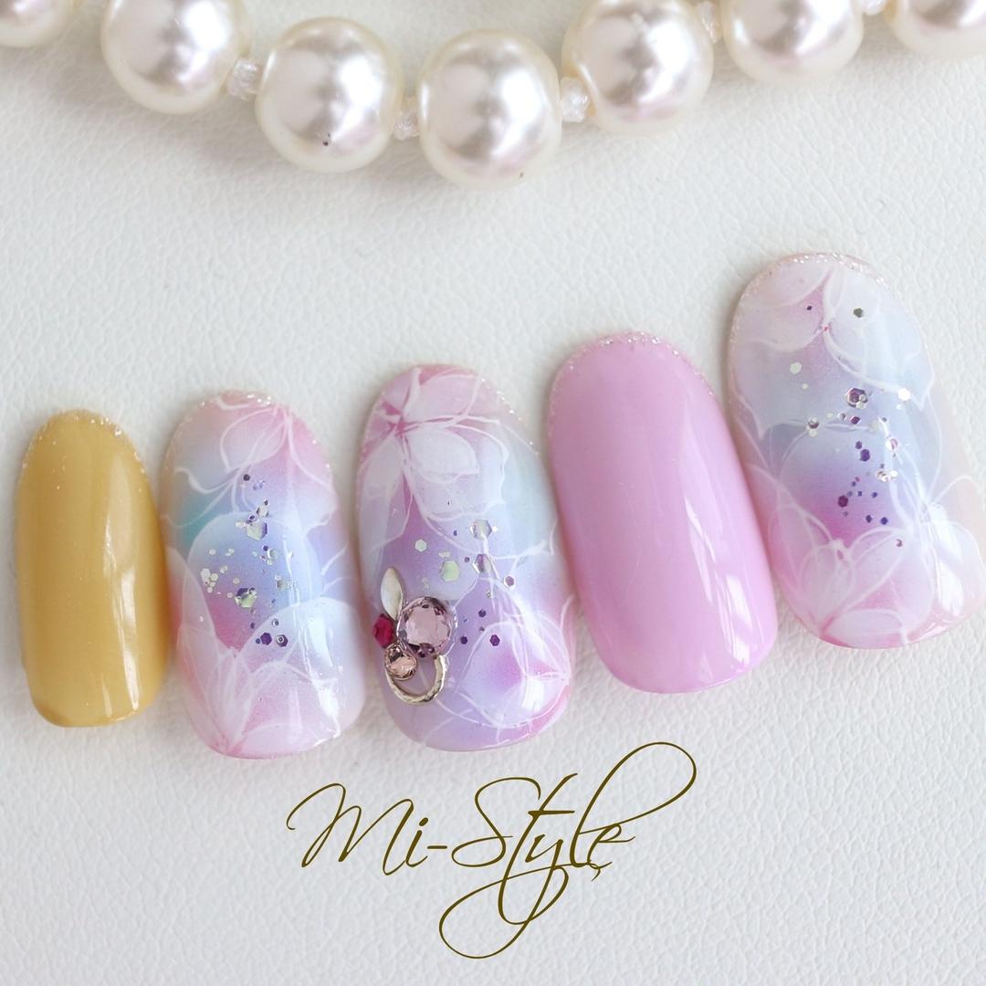 Mieko Hiramatsuさんのネイルデザインの写真。テーマは『キレイめネイル、ピンクベージュネイル、初夏ネイル、ミースタイル、イエローネイル、フラワーネイル、エアブラシアート、エアリー』