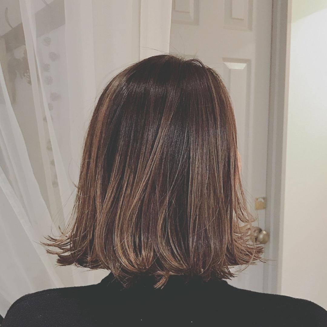 浦川 由起江さんのヘアスタイルの写真。テーマは『ハイライト、グラデーションカラー、アッシュグレージュ、ボブ、切りっぱなしボブ、外ハネ、外国人風カラー、プライベートサロン、nanon』