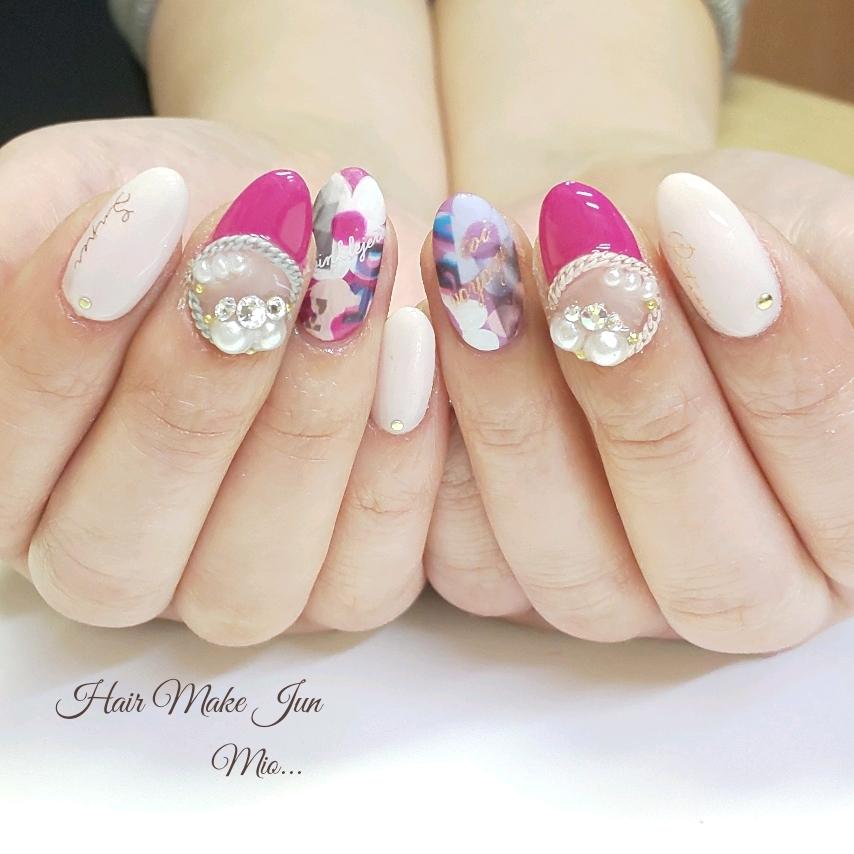 nailist.mioさんのネイルデザインの写真。テーマは『フラワーネイル、手描きアート、フレンチネイル、ピンクネイル、ホワイトネイル、マットネイル、HairMakeJun、jel、nailartist、nailart、nailsalon、美爪、美甲、美指』