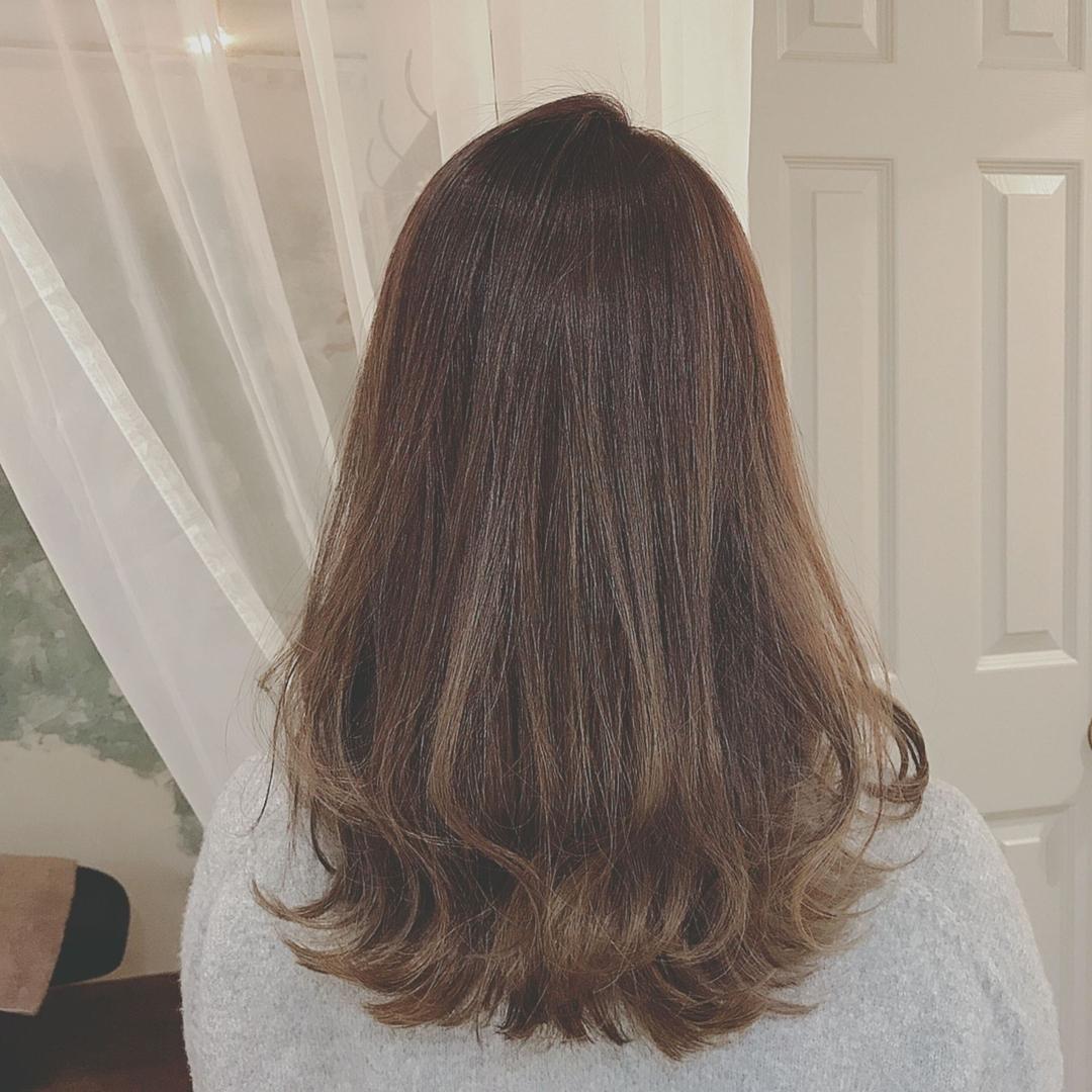 浦川 由起江さんのヘアスタイルの写真。テーマは『ロングヘア、ハイライト、マットグレージュ、グレージュ、ブリーチ、ファイバープレックス、スロウカラー、プライベートサロン、nanon』