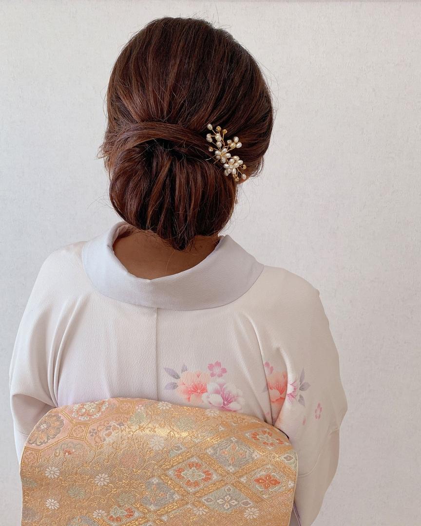 Moriyama  Mamiさんのヘアスタイルの写真。テーマは『訪問着ヘア、留袖ヘア、kimono、美容師ママ、ママ美容師、福岡ヘアセット、天神、ヘアアレンジ、ヘアセット、アップスタイル、Threekeys、スリーキーズ、着物、福岡ヘアサロン、ブライダル、結婚式ヘアアレンジ、ブライダルヘア、花嫁、着付け、着物ヘア、和装ヘア、プレ花嫁、ヘアセット専門店、和装ヘアアレンジ、女子会、オトナ女子、着物レンタル、前撮り、結婚式お呼ばれヘア、早朝ヘアセット』