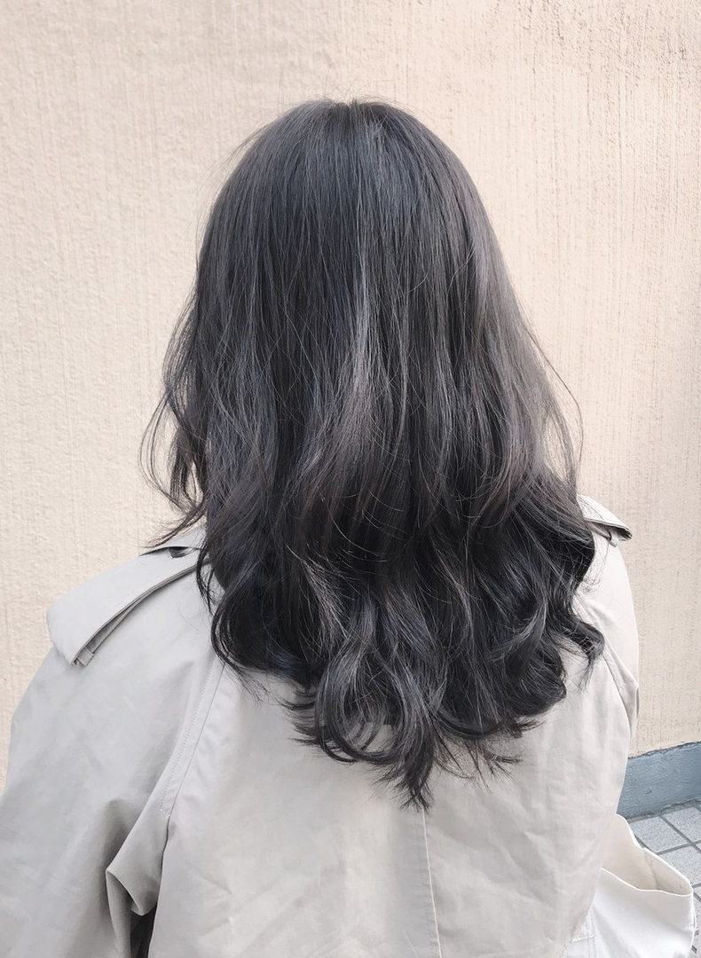 金沢 麻衣子さんのヘアスタイルの写真。テーマは『ブリーチなし のカラー、外国人風カラー、ブルージュ、グレージュ、赤み消しカラー、透明感』