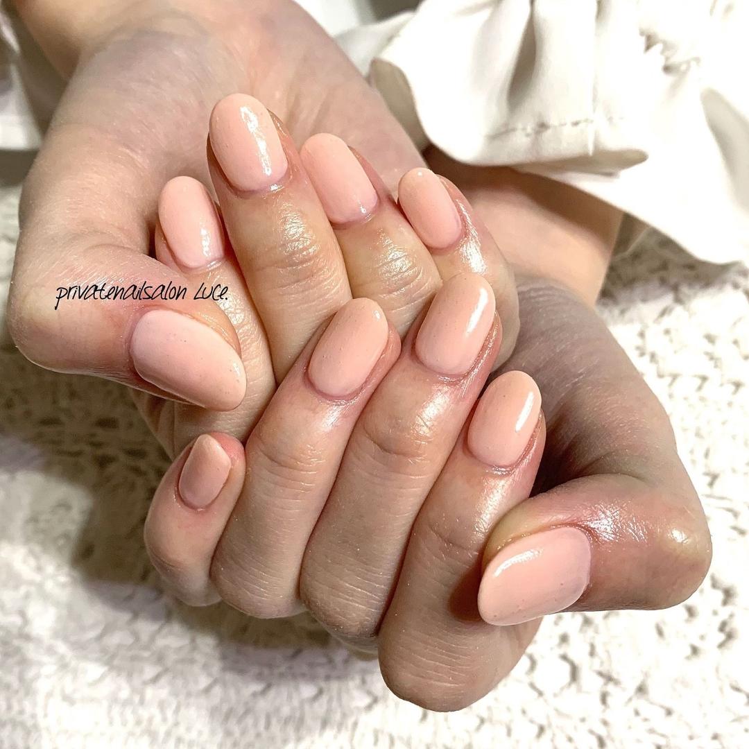 privatenailsalon Luce.さんのネイルデザインの写真。テーマは『ネイル、ジェルネイル、nail、nailart、nailist、大人ネイル、大人可愛い、💅🏻、シンプルネイル、simple、officenail、艶、ワンカラー、pink、ベビーピンク、お客様ネイル、instanail、Nailbook、tredina、nailistagram、奈良、🏡、自宅サロン、お家ネイル、Luce.』