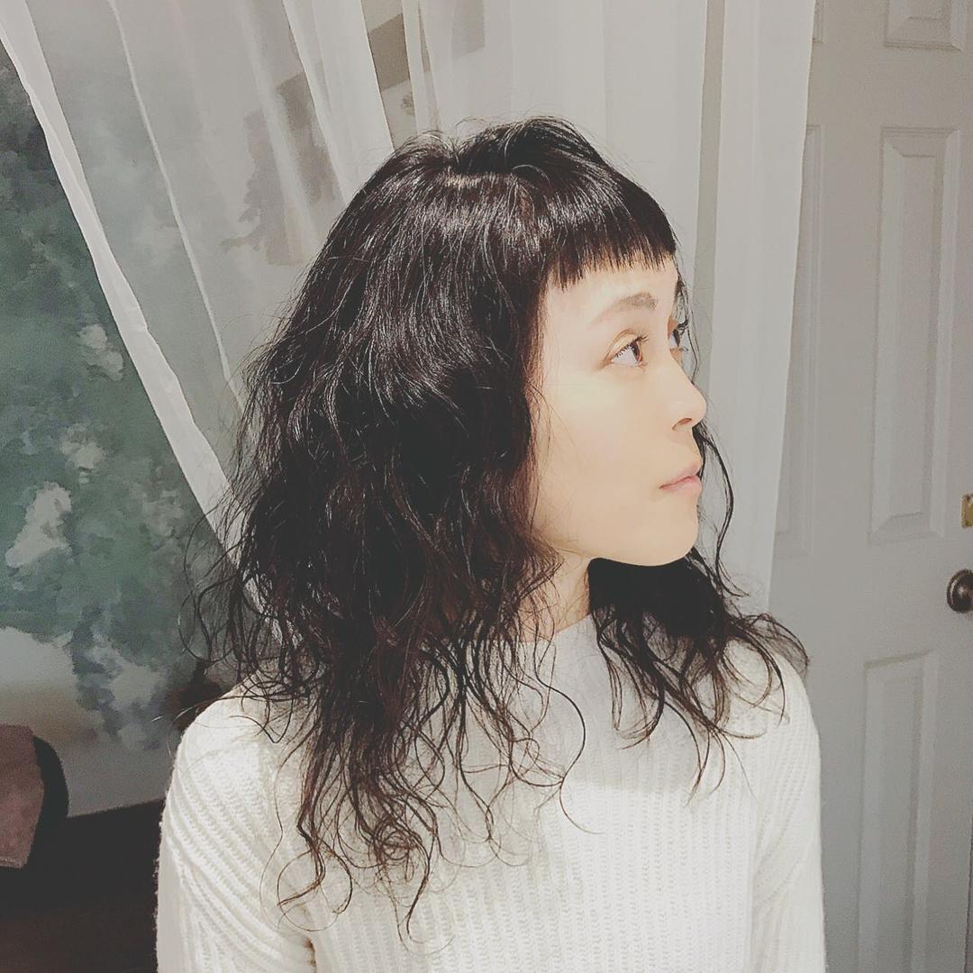 浦川 由起江さんのヘアスタイルの写真。テーマは『ハードパーマ、パーマ、ショートバング、ヘアスタイル、プライベートサロン、nanon』
