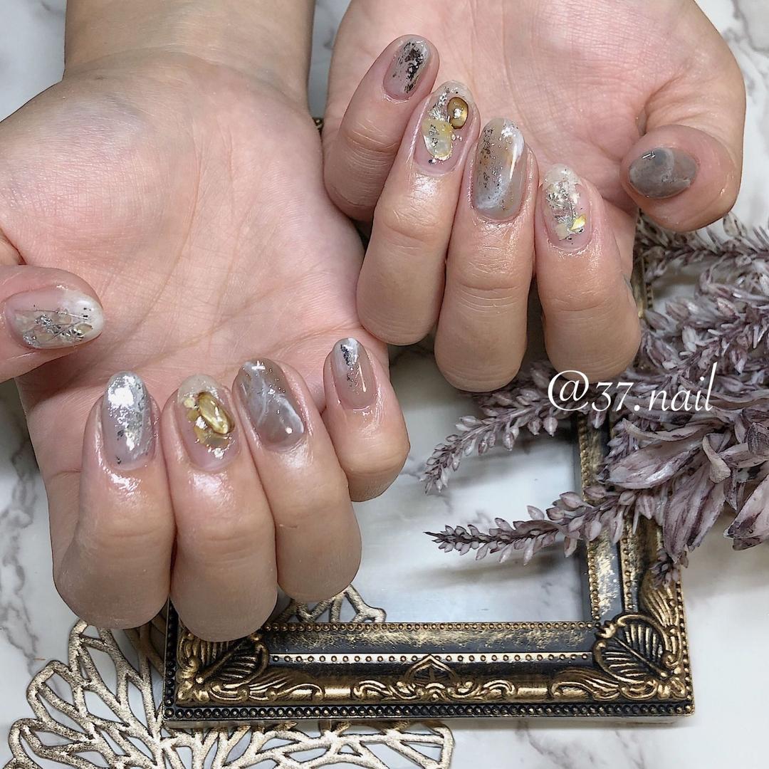 美奈神﨑さんのネイルデザインの写真。テーマは『平野ネイルサロン、ホイルネイル、クリアネイル、スカルプ、喜連瓜破ネイル、ニュアンスネイル、ハンドフット』
