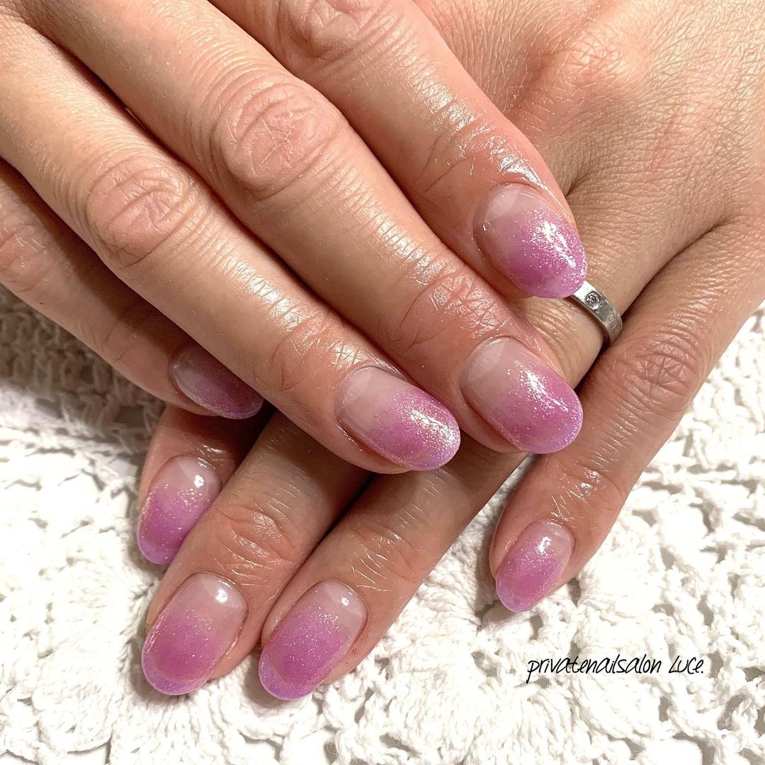 private nail salon Luce.さんのネイルデザインの写真。テーマは『ネイル、ジェルネイル、nail、nailart、nailist、大人ネイル、大人可愛い、💅🏻、艶、simple、シンプルネイル、purple、紫、シアーカラー、パールカラー、ラメ、グラデーション、ラメグラデーション、お客様ネイル、instanail、Nailbook、tredina、nailistagram、奈良、🏡、自宅サロン、お家ネイル、Luce.』