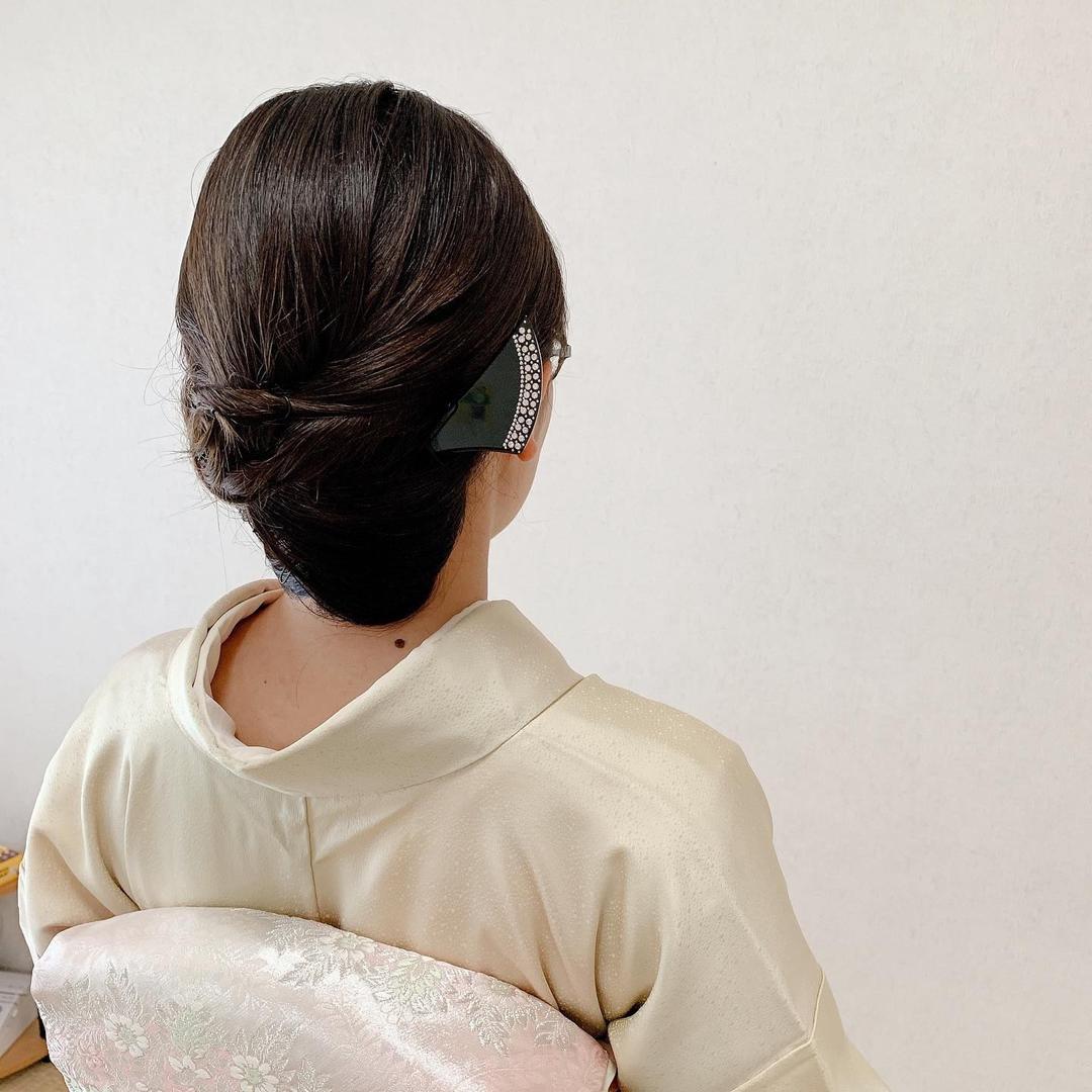 Moriyama  Mamiさんのヘアスタイルの写真。テーマは『訪問着ヘア、留袖ヘア、kimono、美容師ママ、ママ美容師、ボブアレンジ、ボブヘアアレンジ、ミディアム、ミディアムアレンジ、大人スタイル、福岡ヘアセット、天神、ヘアアレンジ、ヘアセット、アップスタイル、Threekeys、スリーキーズ、着物、福岡ヘアサロン、結婚式ヘアアレンジ、着付け、着物ヘア、和装ヘア、プレ花嫁、ヘアセット専門店、和装ヘアアレンジ、オトナ女子、着物レンタル、前撮り、結婚式お呼ばれヘア、早朝ヘアセット』
