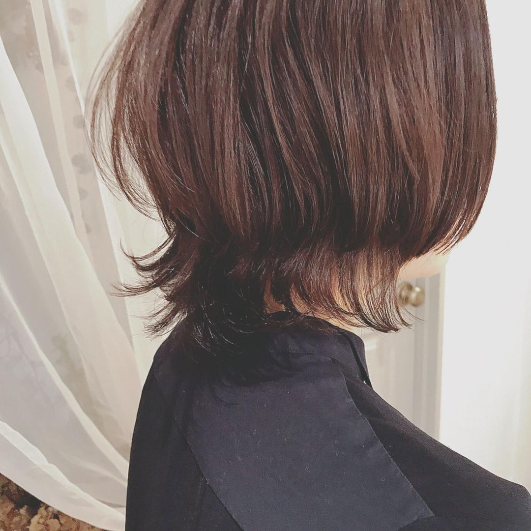 浦川 由起江さんのヘアスタイルの写真。テーマは『外ハネ、ウルフ、個性派レイヤー、プライベートサロン、nanon』
