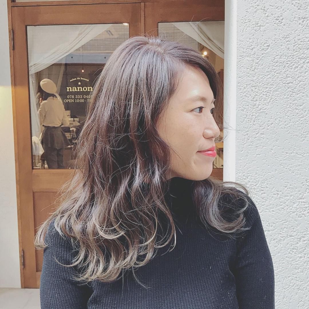 浦川 由起江さんのヘアスタイルの写真。テーマは『外国人風カラー、アッシュグレー、ヘアスタイル、ロング、プライベートサロン、nanon、ハイライト』