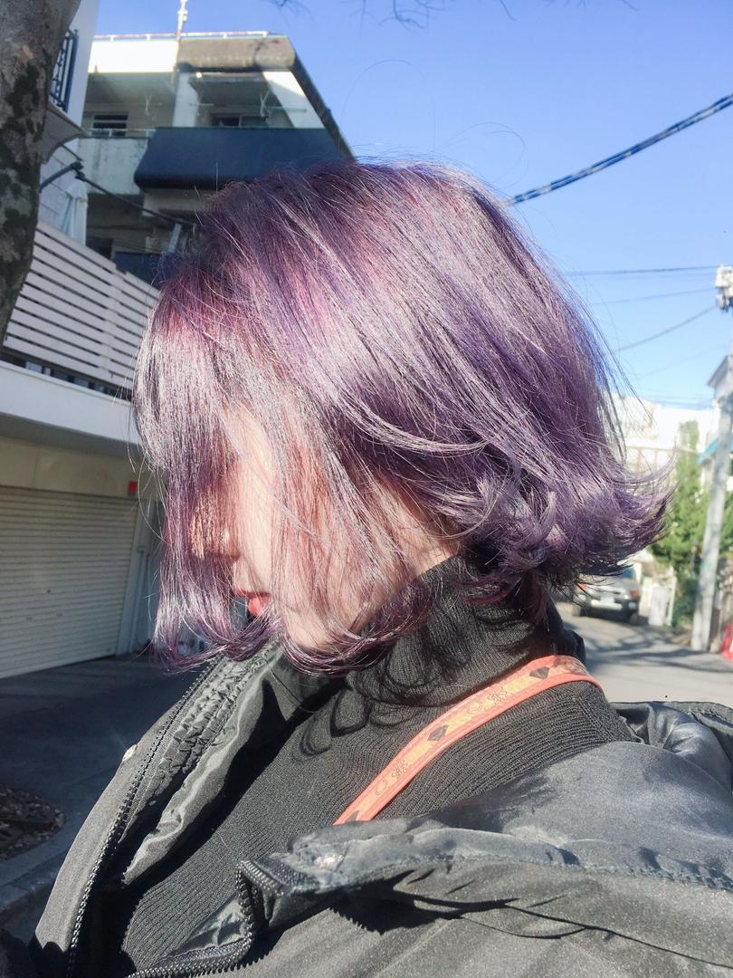 美容師 / 写真家 アシカワカイトさんのヘアスタイルの写真。テーマは『パープル、パープルカラー、ラベンダー、ラベンダーカラー、ハイトーン、ハイトーンカラー、ダブルカラー、前下がりボブ』