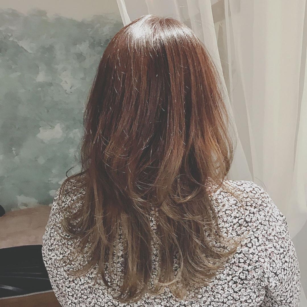 浦川 由起江さんのヘアスタイルの写真。テーマは『グラデーションカラー、マットグレージュ、ロング、プライベートサロン、nanon、外国人風カラー』