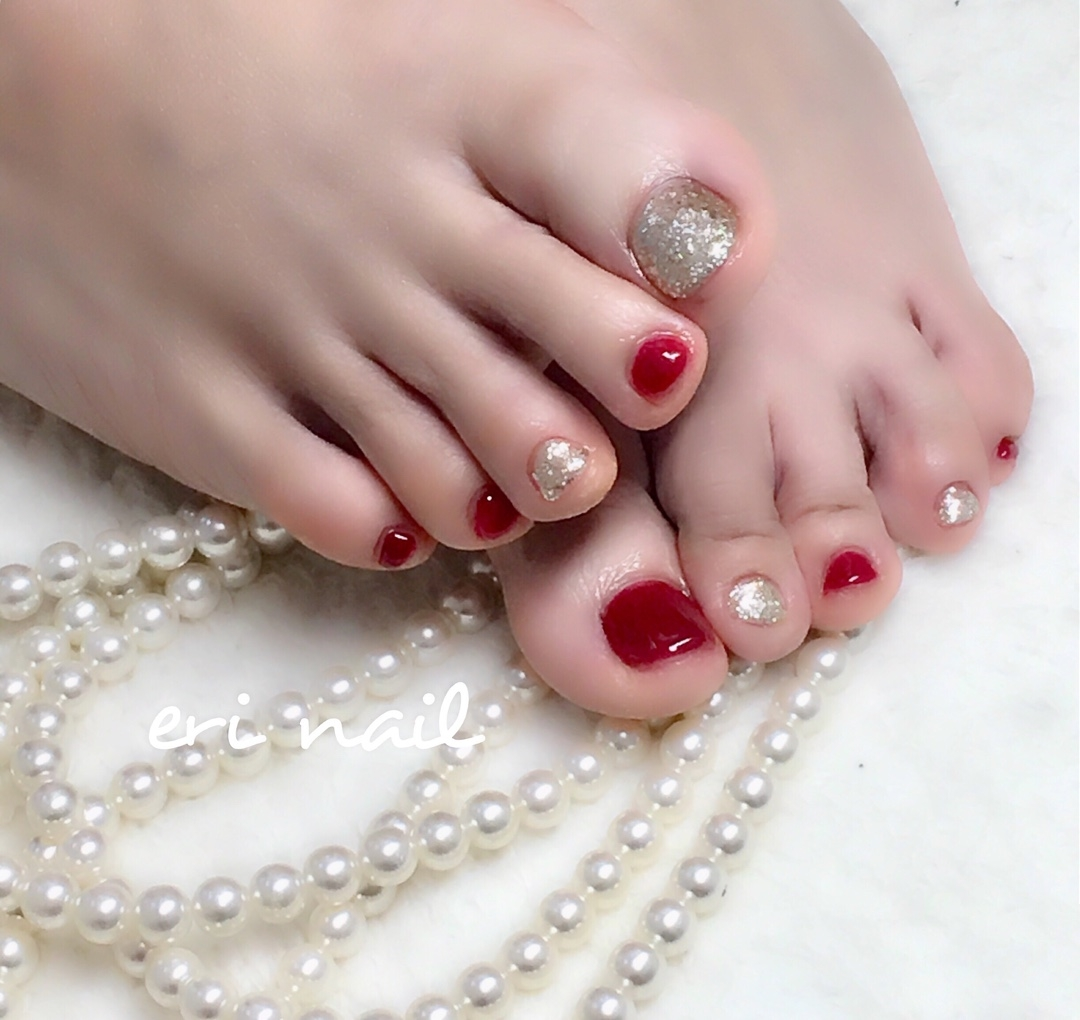 名古屋市天白区プライベートサロンeri nailさんのネイルデザインの写真。テーマは『ジェル、ジェルネイル 、ジェルネイルデザイン 、ネイル 、ネイルデザイン 、ネイルアート 、ネイルブック予約受付中 、キラキラフット、レッドフットネイル、夏フットネイル、名古屋ネイル、名古屋ネイルサロン 、名古屋市ネイル、天白区ネイル、天白区ネイルサロン 、天白区原ネイル 、天白区原ネイルサロン 、天白区自宅ネイル 、天白区プライベートネイル 、駐車スペースあり』