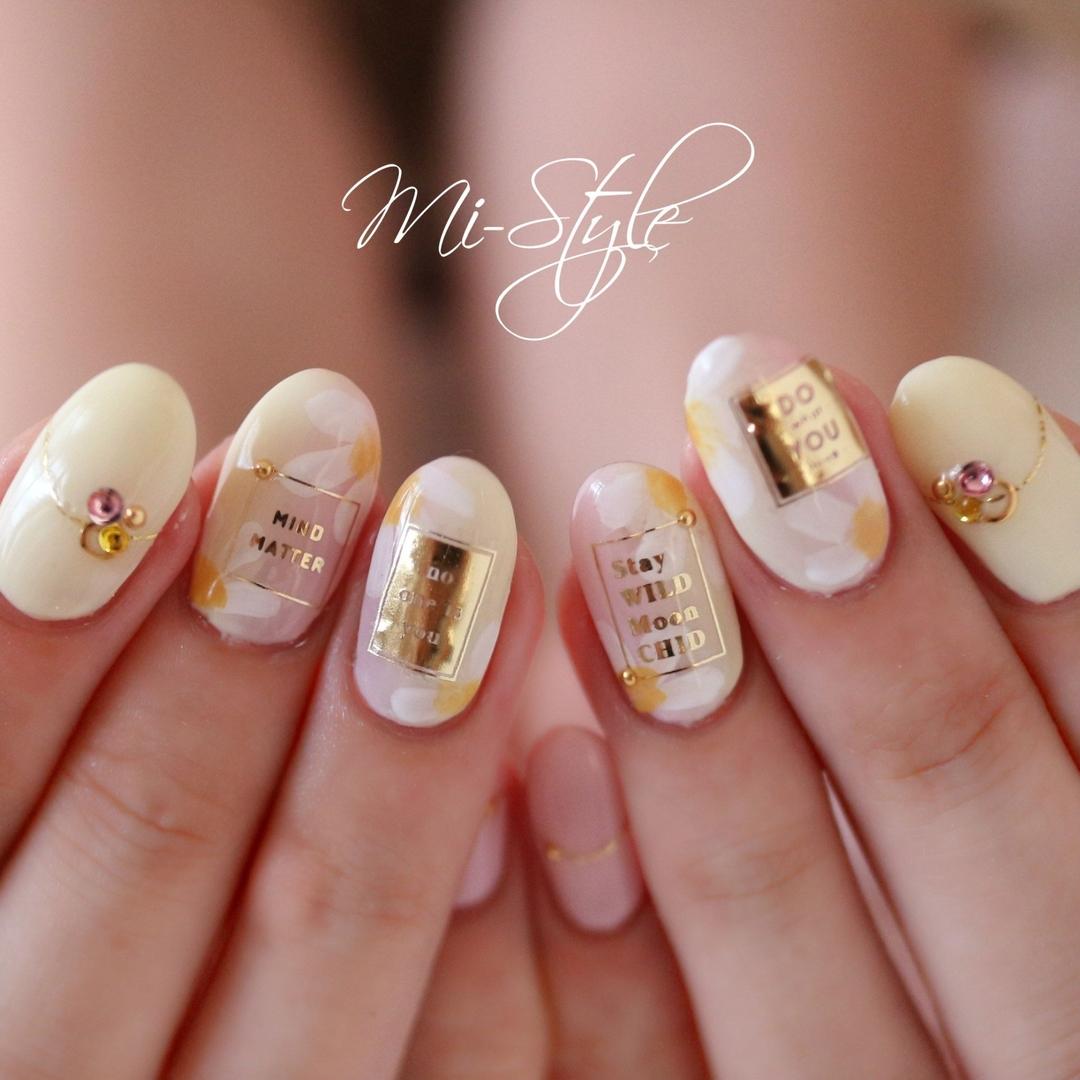 Mieko Hiramatsuさんのネイルデザインの写真。テーマは『フラワーネイル、パステルカラー、イニシャル、イエローネイル、ピンクネイル、グラデーション、ワンカラー』