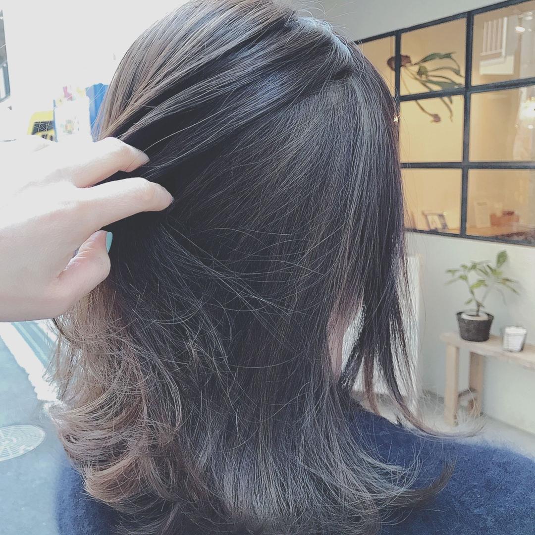 浦川 由起江さんのヘアスタイルの写真。テーマは『外国人風カラー、ハイライト、マットグレージュ、外ハネ、プライベートサロン、nanon』