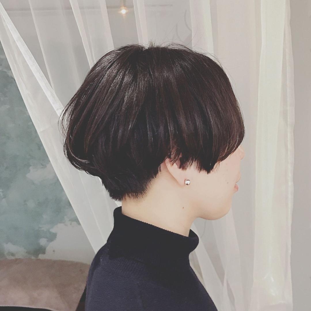 浦川 由起江さんのヘアスタイルの写真。テーマは『ハンサムショート、ショート、黒髪、プライベートサロン、nanon』
