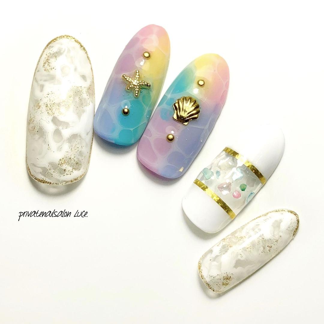 private nail salon Luce.さんのネイルデザインの写真。テーマは『Luce.、夏ネイル、夏デザイン、nail、nailist、gel、gelnail、nailchip、💅🏻、summer、marble、colorful、タイダイ、ドロップアート、水面ネイル、kawaii、nailistagram、instanail、instagram、オーダーネイル、ラクマ、メルカリ、ショッピーズ、販売中、nailLuceで検索』