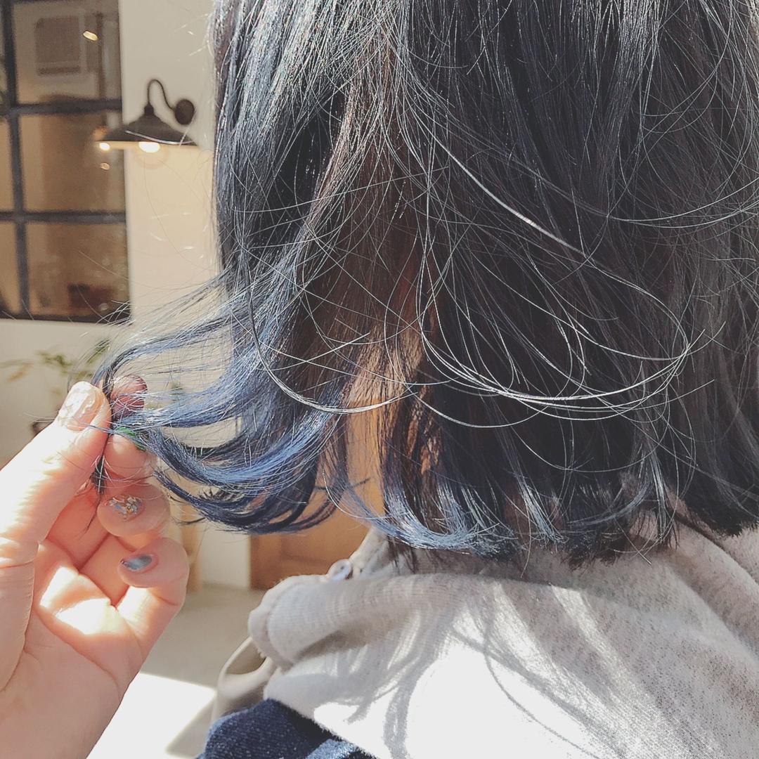 浦川 由起江さんのヘアスタイルの写真。テーマは『ブルージュ、デニムカラー、インナーカラー、ブルー、ヘアスタイル、ボブ、外国人風カラー、プライベートサロン、nanon』