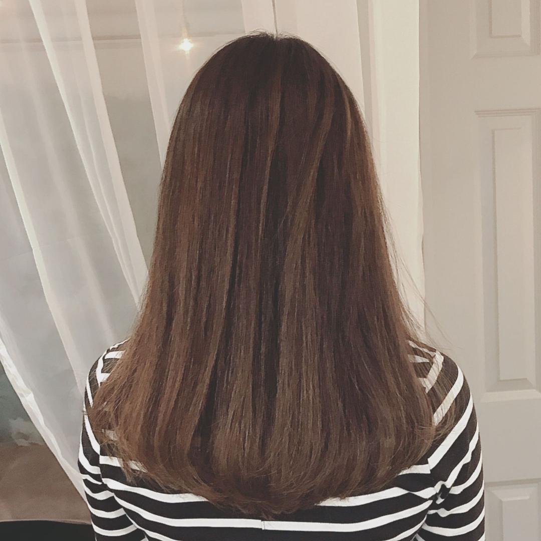 浦川 由起江さんのヘアスタイルの写真。テーマは『Aラインロング、ロングヘア、ハイライト、マットグレージュ、ハイライトカラー、外国人風カラー、スロウカラー、プライベートサロン、nanon』